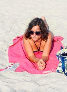 Oh non! J'ai été paparazzée sur la plage.