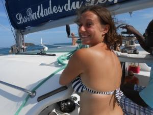 … j'ai conduit un catamaran. Puis j'ai bronzé, bu et dansé dessus aussi.