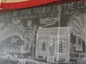 Pas le droit de parler français mais le droit de dessiner. Bravo.