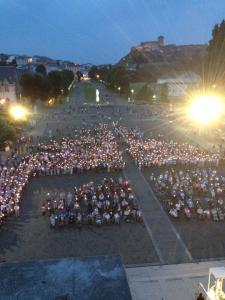 Moi à Lourdes, c'est pas plus bizarre que mes parents aux Etats-Unis.